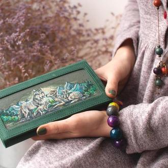 Женский кошелек из зеленой кожи с росписью и персонализацией