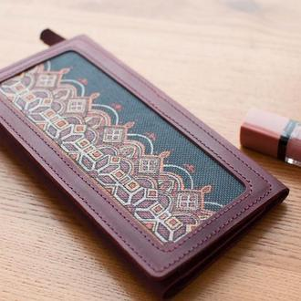 Женский кошелек клатч из бордовой кожи с росписью и персонализацией