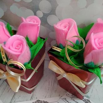 Букет роз  в коробке мыло ко дню Святого Валентина