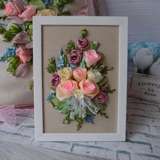 """Вышивка лентами, вышитая картина-миниатюра """"Шебби розы"""" 21 на 15 см в раме"""