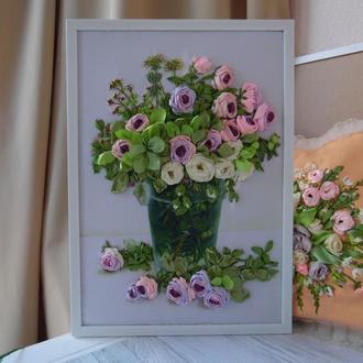"""Вышивка лентами, вышитая лентами картина """"Пудровые розы"""" 46 на 34 см в багете"""