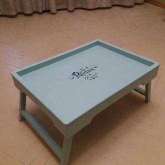 Стильный деревянный  поднос- столик .