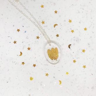 Кулон  из эпоксидной смолы «Золотые листики»