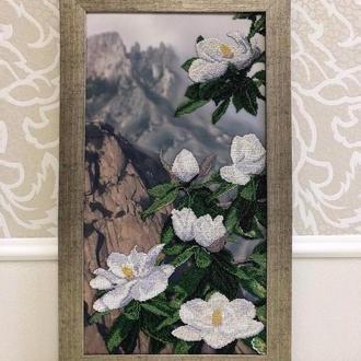 """Картина из бисера - """"Белая Магнолия"""" в серебряной рамке из дерева"""