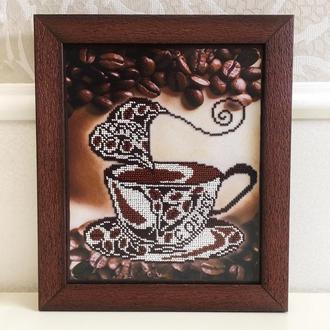 """Картина из бисера - """"Чашечка кофе"""" в коричневой рамке из натурального дерева"""