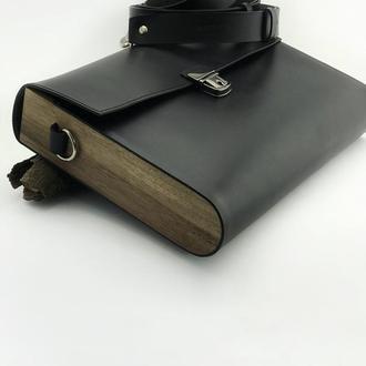 • Классическая мужская сумка через плечо из натуральной кожи и дерева •