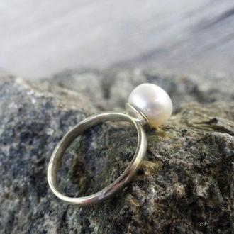 Серебряное кольцо с белой натуральной жемчужиной