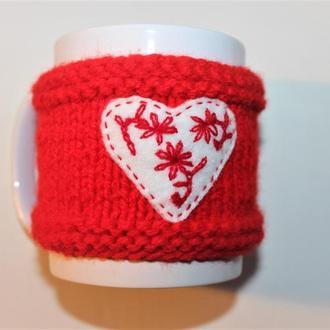 Кружка с  вязаным чехлом, чехол для кружки с сердечком , валентинкой. Подарок на День Св. Валентина