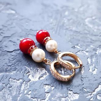 Сережки з натуральними перлами та коралами у позолоті