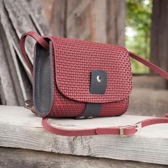 Маленькая сумочка кожаная бордо с черным через плечо