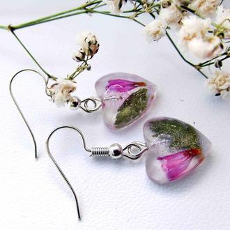 Сережки-підвіски у формі сердечка зі справжніми квітами