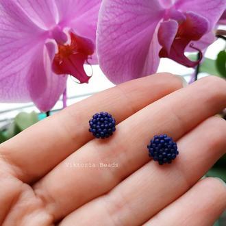 Синие сережки гвоздики из бисера, пуссеты, мини серьги
