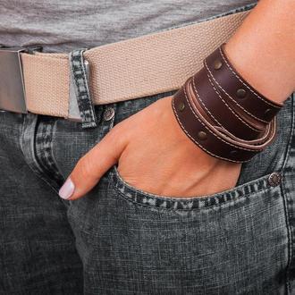 Прошитый коричневый тонкий кожаный браслет с металлическими вставками в три оборота код 8081ст