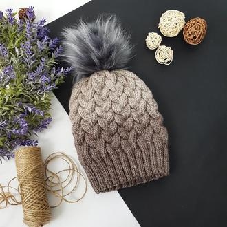 Bregoli design вязаная теплая шапка с бубоном без отворота кофейный градиент размер 54-55см