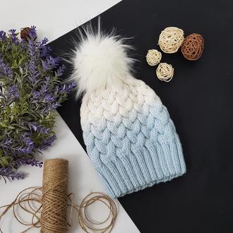 Bregoli design вязаная белая голубая шапка с бубоном без отворота цвет градиент размер 54-55см