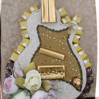 Гітара. Солодкий подарунок меломану. Букет з цукерками.