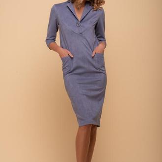 10042 Платье-трапеция с большой пуговицей и накладными карманами серо-голубое