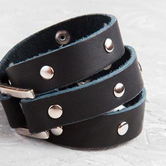 Черный тонкий кожаный браслет в три оборота с металлическим вставками и замком код 8070