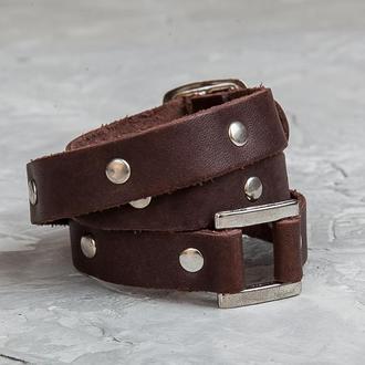 Коричневый тонкий кожаный браслет в три оборота с металлическим вставками и замком код 8070