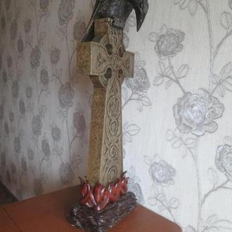 Кельтский крест и ворон.Ворон - липа,крест -ольха