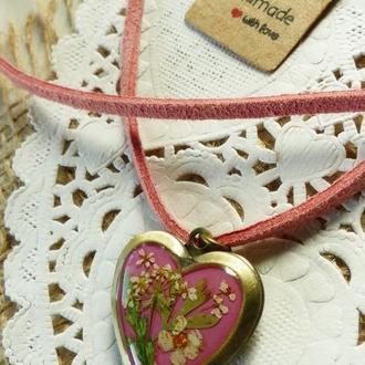 Кулон-сердечко с натуральными растениями