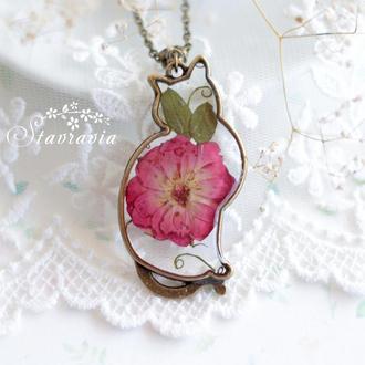 Прозора Підвіска Мрійлива Кішка з малиново-червоною трояндою • Кулон Кошка с розой • Кот