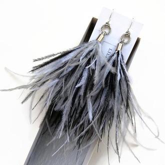 Черно-бело-серые трехцветные сережки-перья