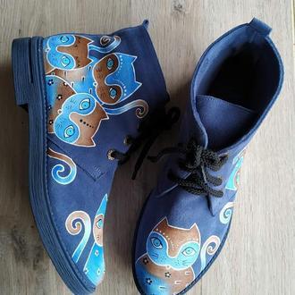 Ботинки демисезонные синего цвета с  росписью Коты.