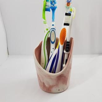 Подставка-стакан для зубных щеток из бетона, сделанная вручную - белый с красным