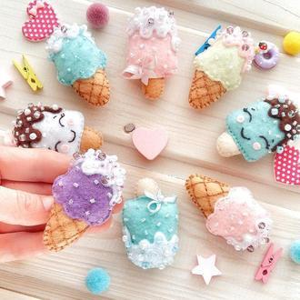 Брошь мороженое в стаканчике