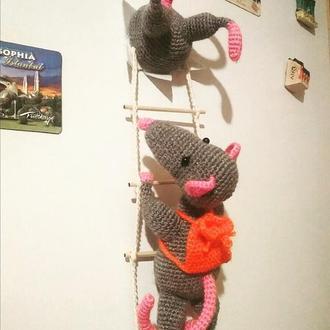 Магнит на холодильник Мышки-воришки.