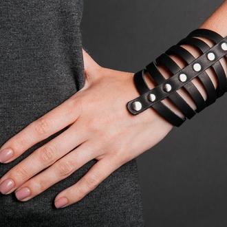 Черный кожаный браслет - рыцарский код 4610