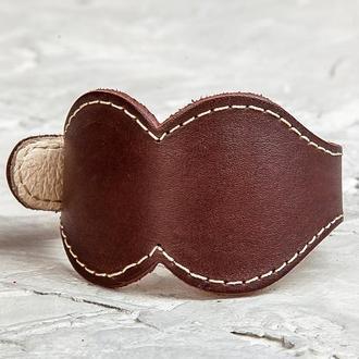 Коричневый широкий фигурный прошитый кожаный браслет код 6325ст