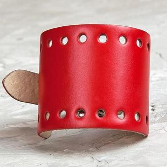 Красный перфорированный широкий кожаный браслет код 6315
