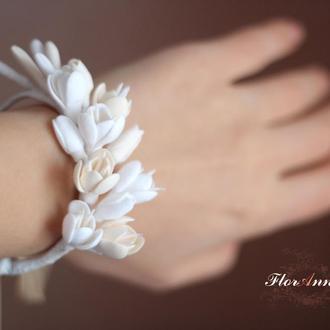 """Браслет на руку с цветами """"Жемчужный крем"""""""