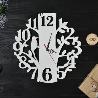 Настенные часы с птицей / дятлом на дереве