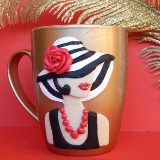 """Чашка ,кружка с декором полимерной глиной """"Дама в шляпе""""."""