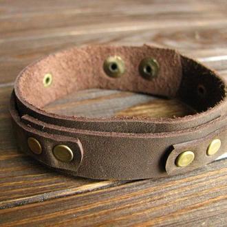 Кожаный браслет с заклепками