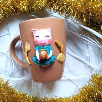 Чашка с оригинальным декором Свинка из полимерной глины