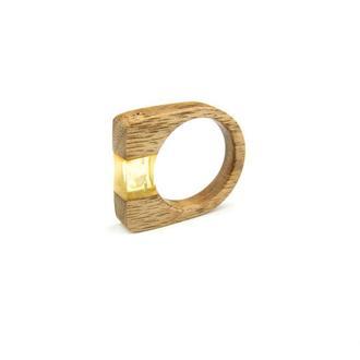 Деревянное кольцо с натуральным янтарем.