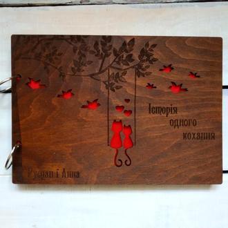 Деревянный альбом, фотоальбом с парочкой котиков