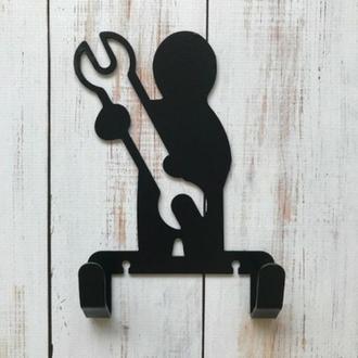 ключницы для дома, ключница, ключницы металлические, настенные ключницы, человек