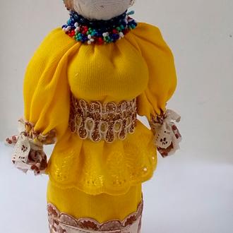 Лялька-мотанка в яскраво жовтій сукні