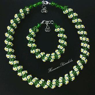 Колье-жгут ′Ромашки′ Легкое украшения Подарок маме Зеленое колье Весеннее колье из бисера
