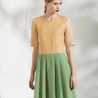 Жовта-зелена сукня з вишивкою