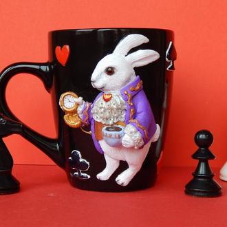 """чашка с полимерной глиной """"Кролик из Алисы в стране чудес"""".Кружка с кроликом."""