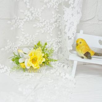 гребень желтый с яблоневым цветом и тюльпаном