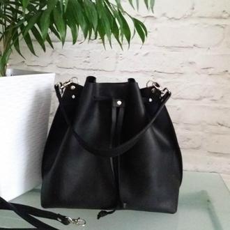 Сумка-мешок на шнурке из натуральной кожи CrazyHorse. Цвет черный.