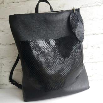 Сумка-рюкзак из натуральной кожи флотар+рептилия. Цвет черный.