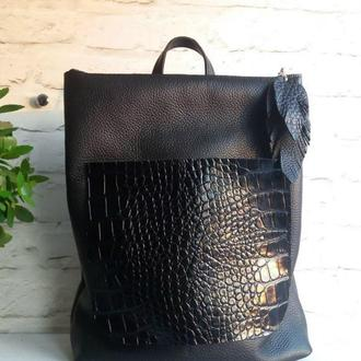 Сумка-рюкзак из натуральной кожи крамбз + рептилия. Цвет черный.